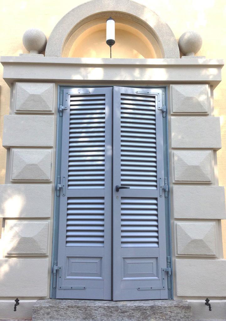 Gelosie di alluminio in stile liberty for Serramenti in pvc economici