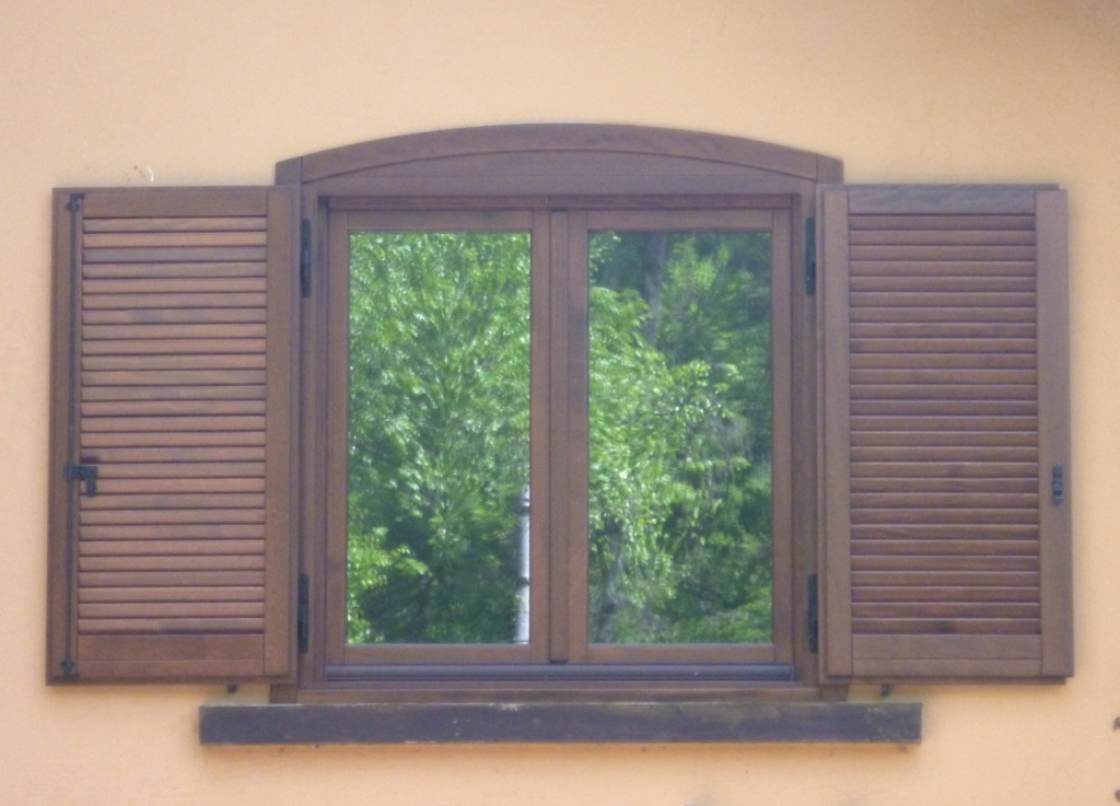 Sostituzione infissi in legno a pinerolo 3b falegnameria pinerolo - Finestre monoblocco in legno ...