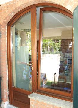 Serramento in legno lamellare - Manutenzione finestre legno ...